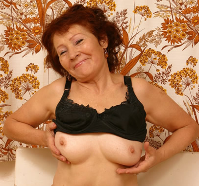 mature granny shows her suprisingly sexy boobs.